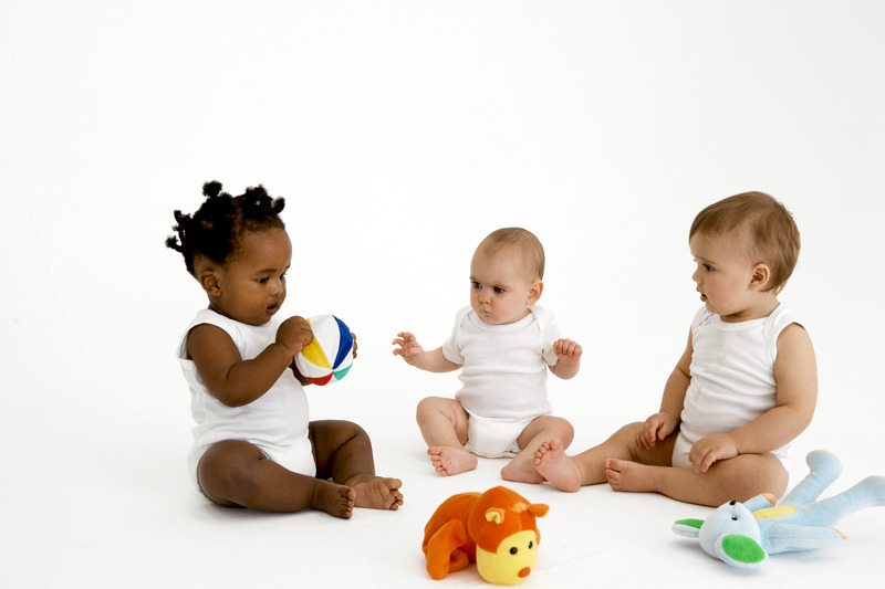 best newborn toys 2019-babies playing